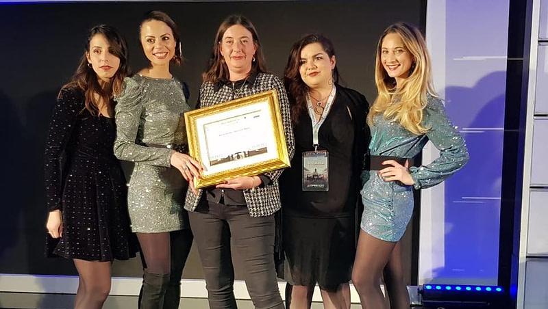 Bettina Bartalesi ritira il premio